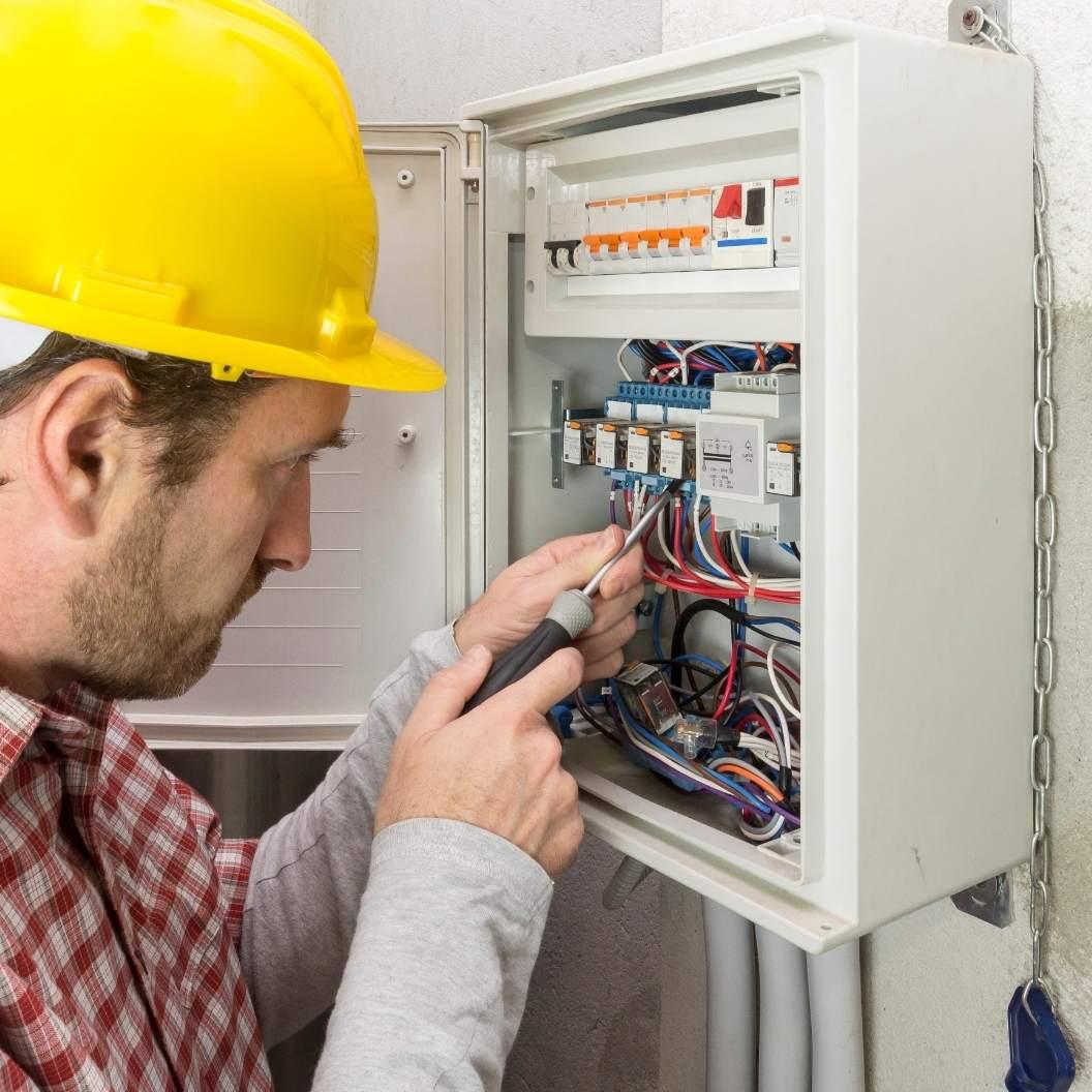 Elektriker montering af ladeboks
